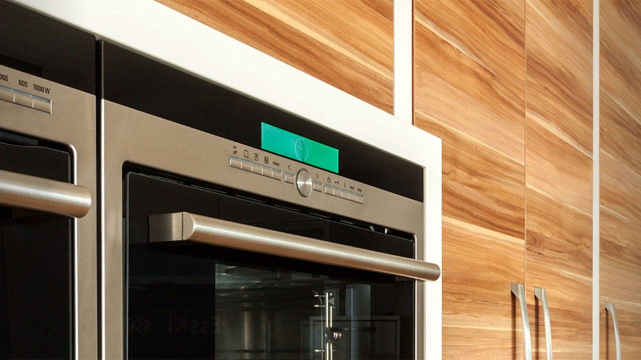 Einbauküche mit Holzdekor