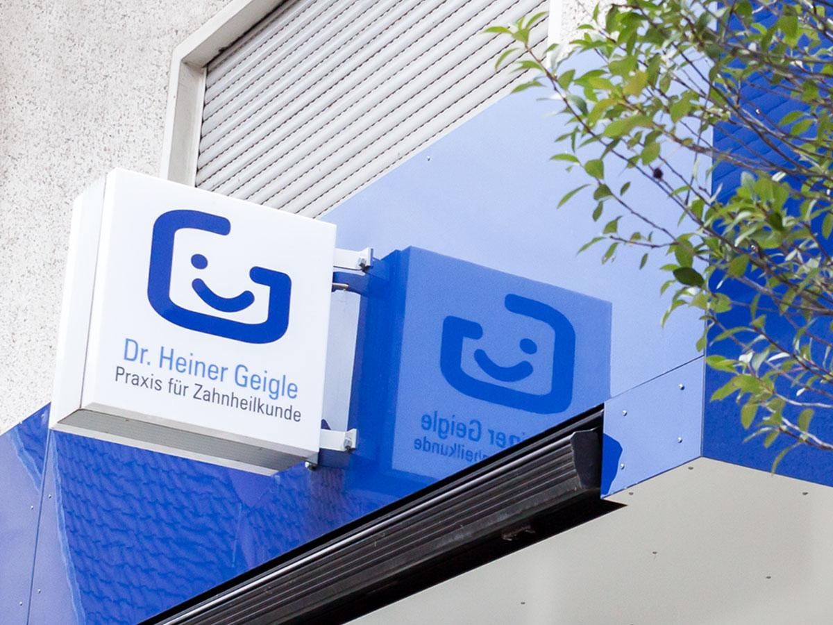 Praxisfassade_Dr_Geigle_Corporate_Design_Portfolio