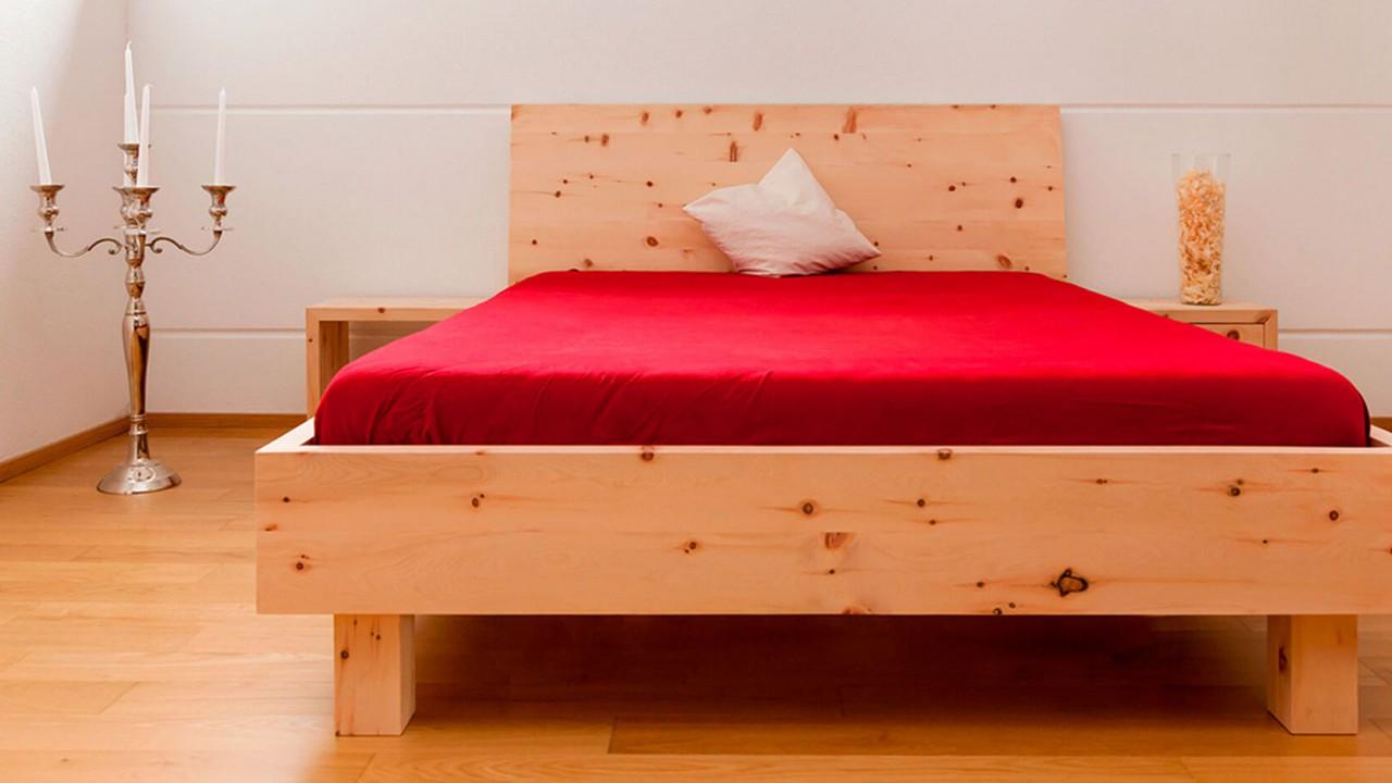 Bettgestell aus Zirbenholz